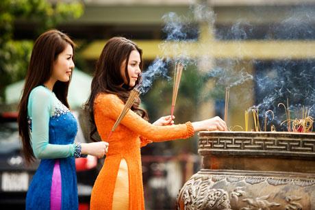 trang phục đi lễ chùa.