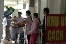 Chiều 20/11, Bệnh viện Sản Nhi Bắc Ninh chuyển một số bé sơ sinh về Hà Nội điều trị. Ảnh: Nam Phương.