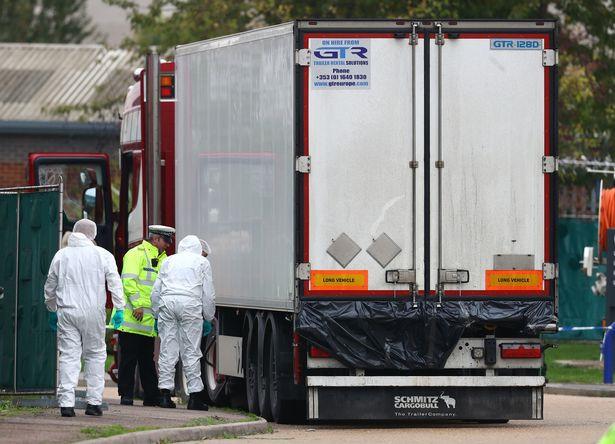 Chiếc xe tải chở 39 thi thể được phát hiện hôm 23-10 ở Essex Ảnh AP-39-