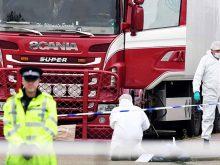 Nhà chức trách kiểm tra chiếc xe tải phát hiện ở Essex