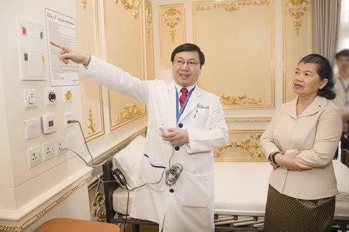 Phó thủ tướng Chính phủ Hoàng Gia Campuchia đến thăm Bệnh viện Gia An 115